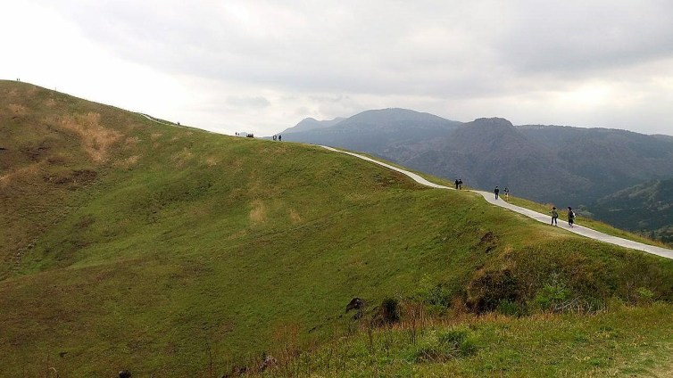 Mt Omuro, around the crater