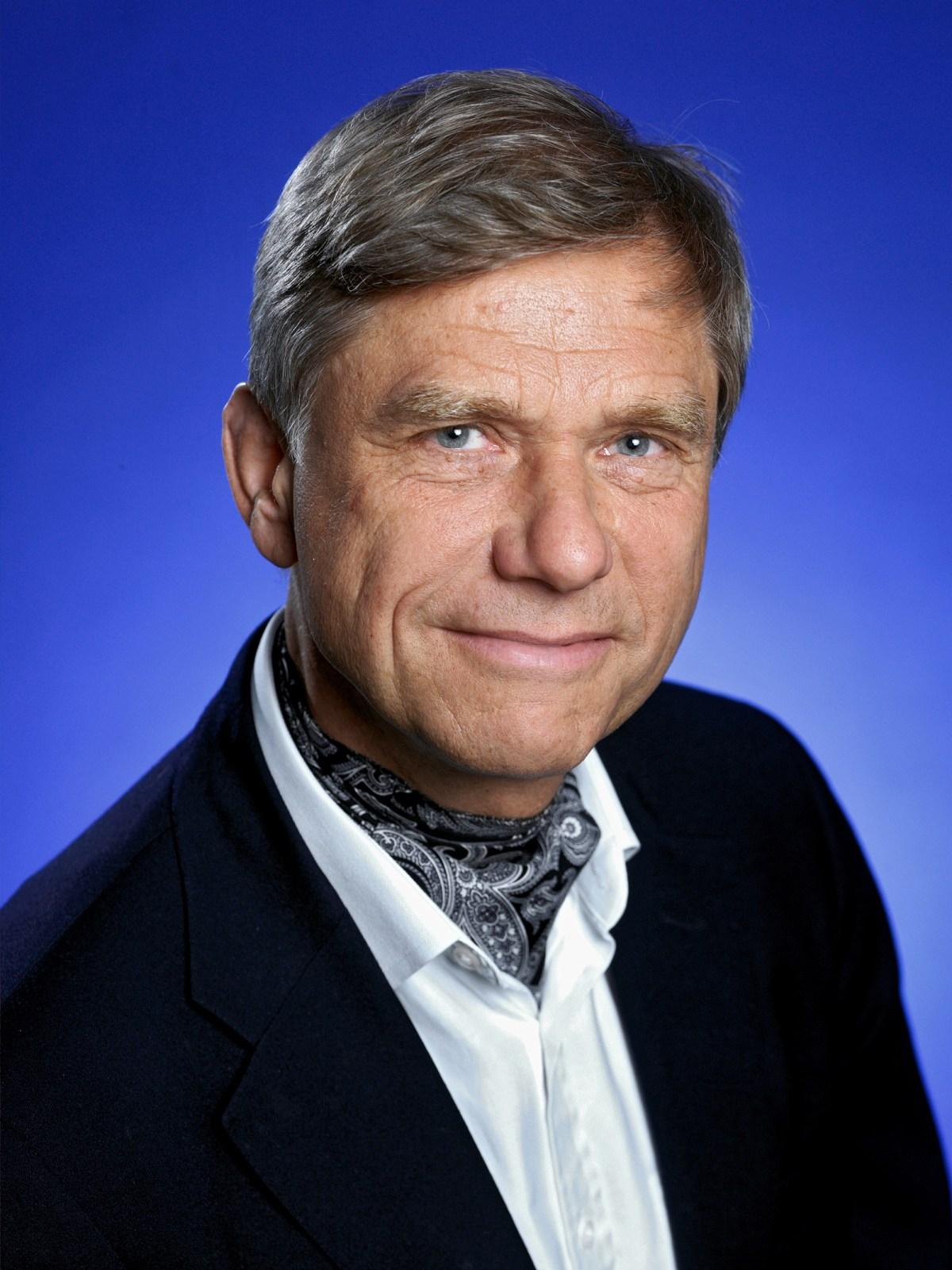 Dr. Hermann Hauser
