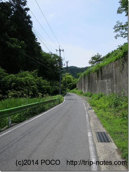 小仏バス停から登山口まで