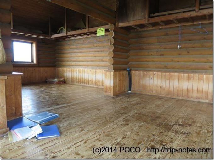 雲取山避難小屋の内部
