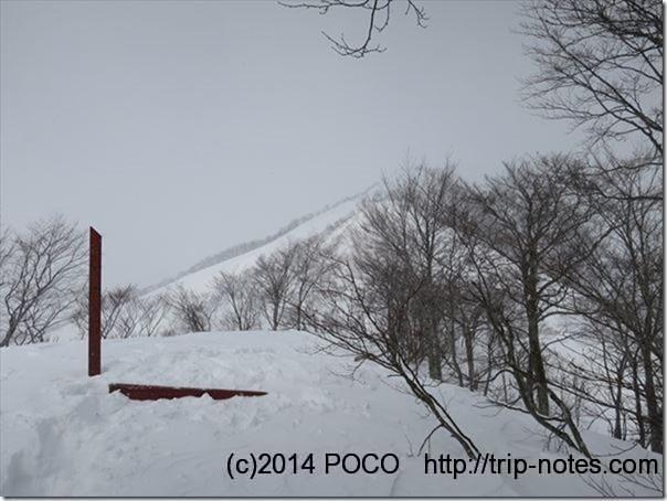 積雪期の熊穴沢避難小屋