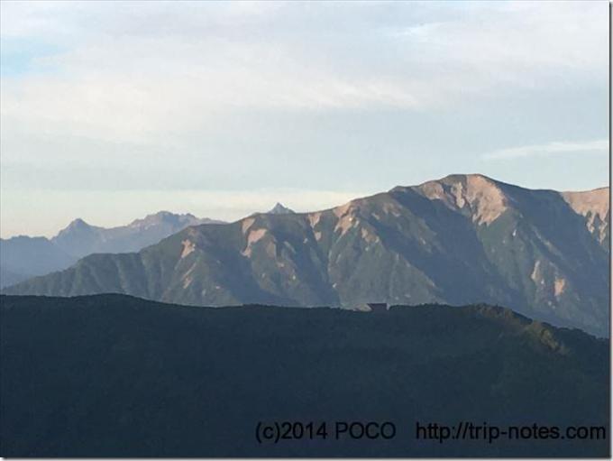 鹿島槍ヶ岳方面から眺める槍ヶ岳