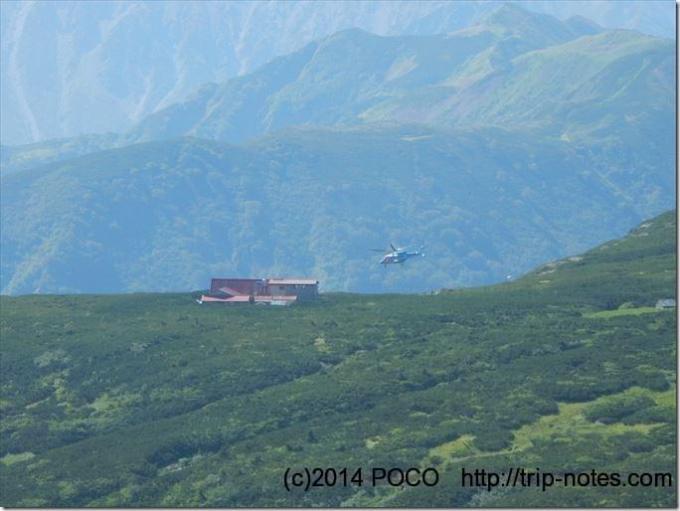 三俣山荘とヘリコプター