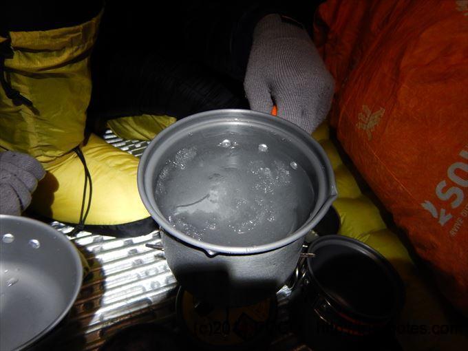 テント内で水作り