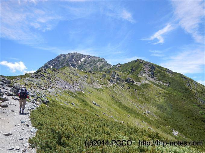 北岳に続く稜線