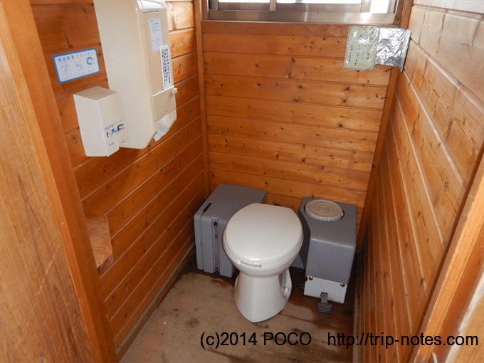 白馬大池山荘のテン場のトイレ