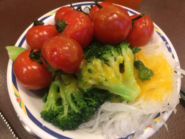 ミニトマトたっぷりのサラダ