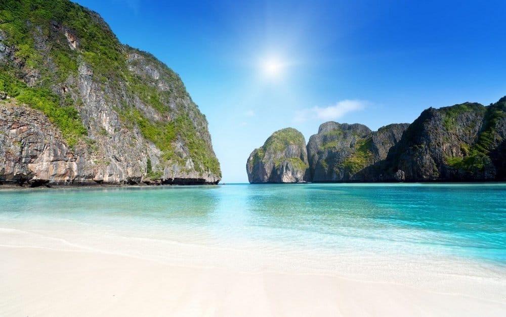 Залив Майя (Майя бэй) на островах Пхи-Пхи, Таиланд