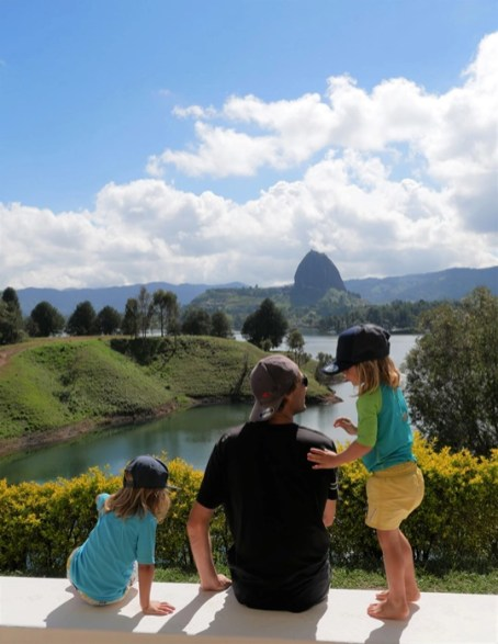 TRIP AND TWINS COLOMBIE GUATAPE