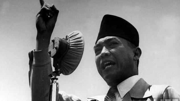 Berikan pendapatmu mengapa Jepang membebaskan Soekarno dari penjara?