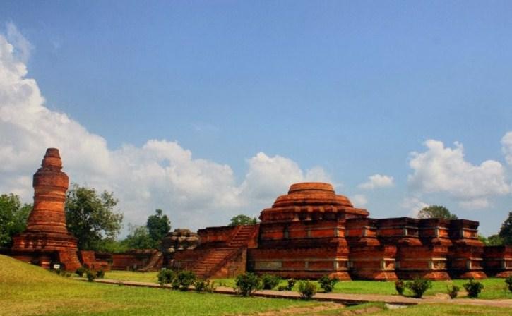 Ceritakan dengan bahasamu sendiri bagaimana sejarah terbentuknya Kerajaan Sriwijaya?