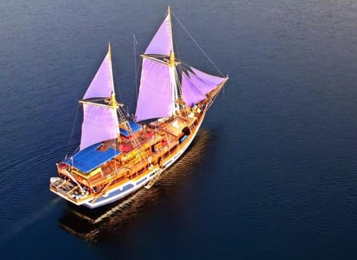Deskripsikan 5 fakta unik Kapal Pinisi berdasarkan video tersebut!