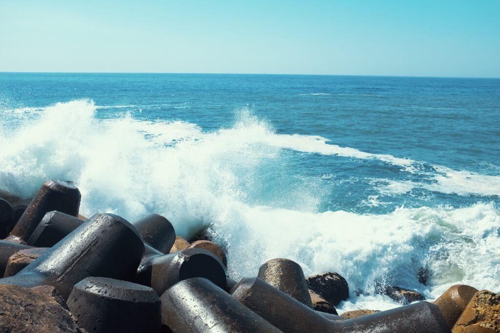 Three days in Porto. Crushing waves Espinho