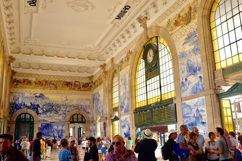 Three days in Porto. Railway station