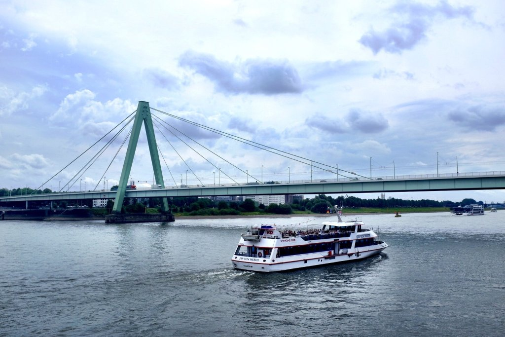 things to do in Cologne in one day boat sightseeing tour
