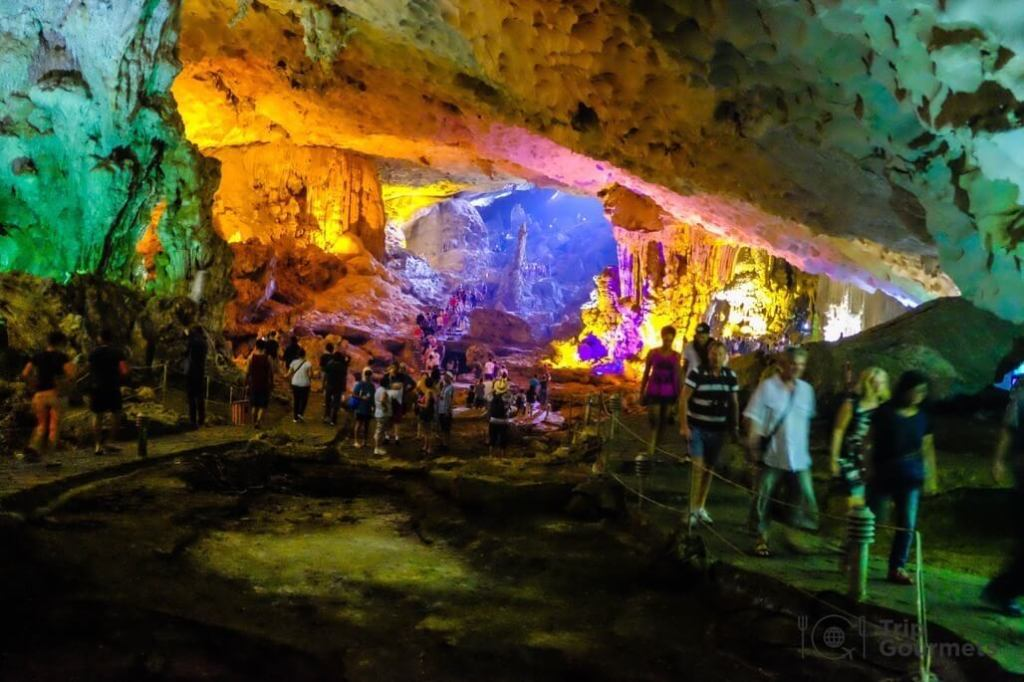 Halong bay cruise review hang sung sot cave colorful lights