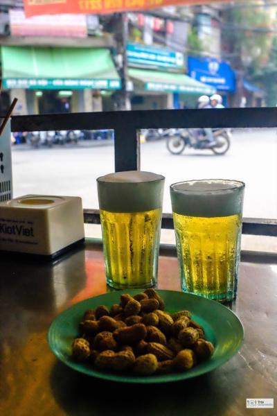 Food in Hanoi Old Quarter bia hoi fresh beer peanuts