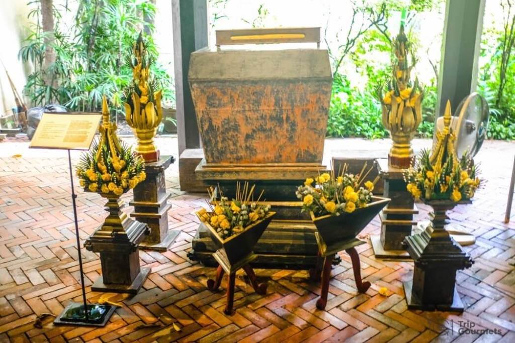 Kamthieng House Sukhumvit Bangkok traditional Lanna building scripture chest tu phra tham