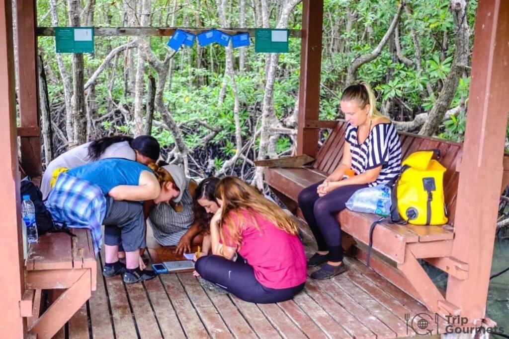 Activities Koh Samui escape island group puzzle