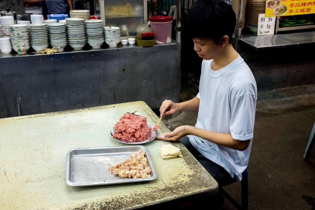 Best food in Ipoh Won Tons preparing