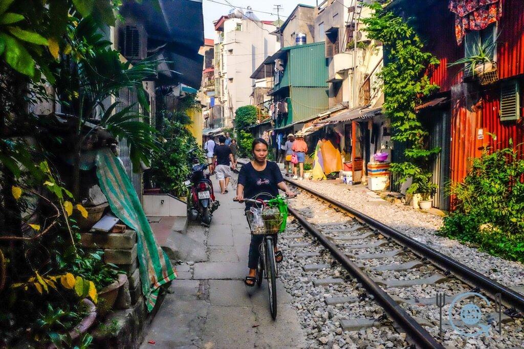 Vietnam 3 week itinerary hanoi Train street