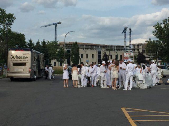 Comienzan a subir al bus