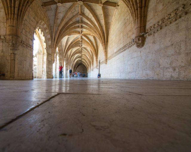 Pasillos Monasterio Jerónimos Belén Portugal