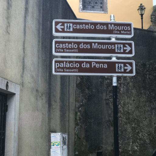 Señalización hacia el Palacio da Pena