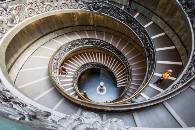 Escalera de Bramante vista desde arriba
