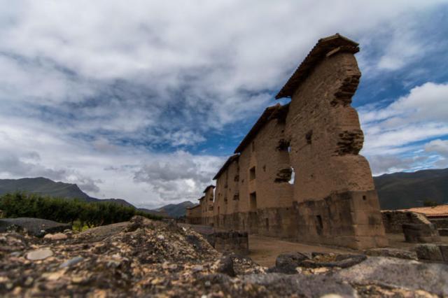 Paredes principales del Templo de Raqchi Cusco Peru
