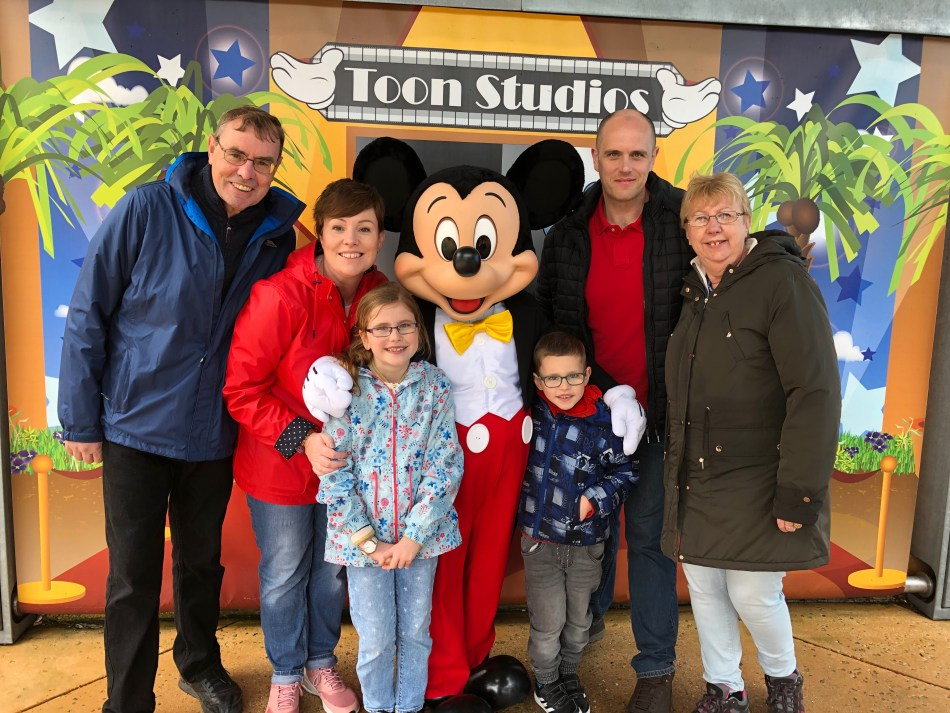Posing with Micky Mouse at Disneyland paris: hiding the photo travel fail