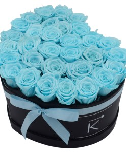 Flowerbox in heart shape with babyblue roses