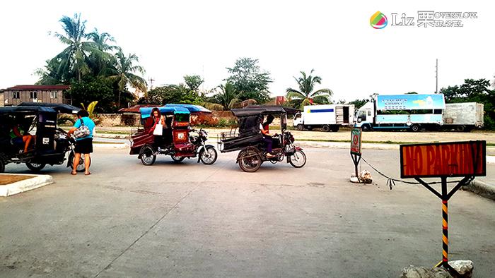 菲律賓在地傳統交通工具-三輪車,機車載人