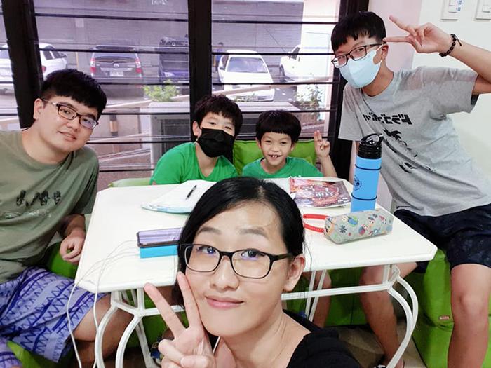 親子遊學生活, 認識不同國籍朋友