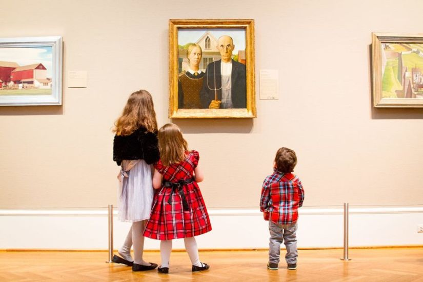3 kids are visiting art institute of chicago