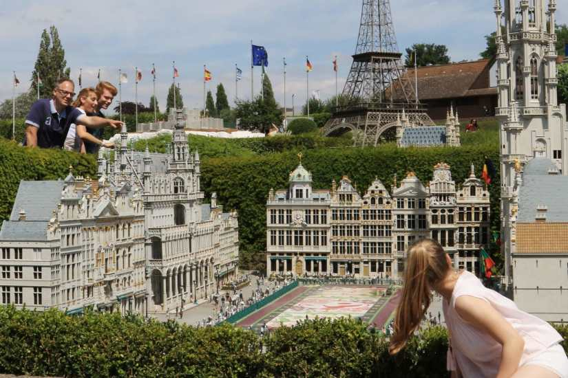 a family visit Mini-Europe in Brussel