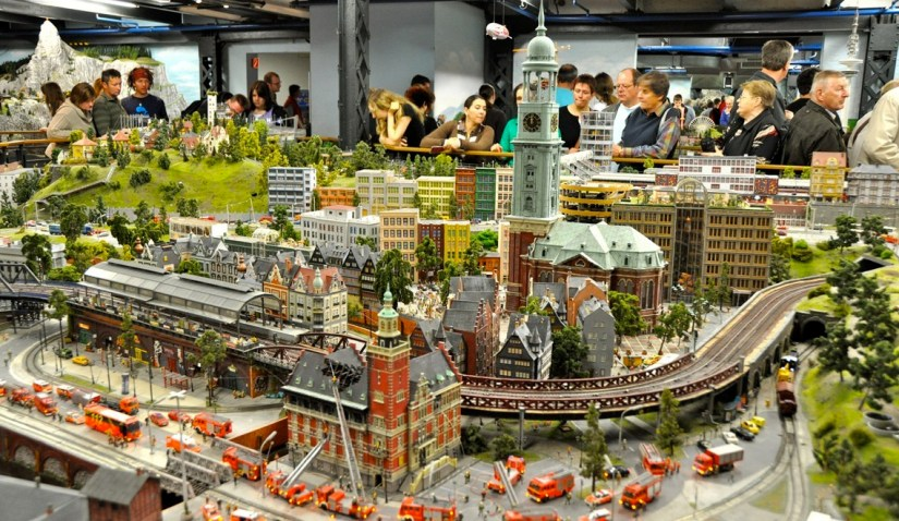 many family is visiting Miniatur Wunderland
