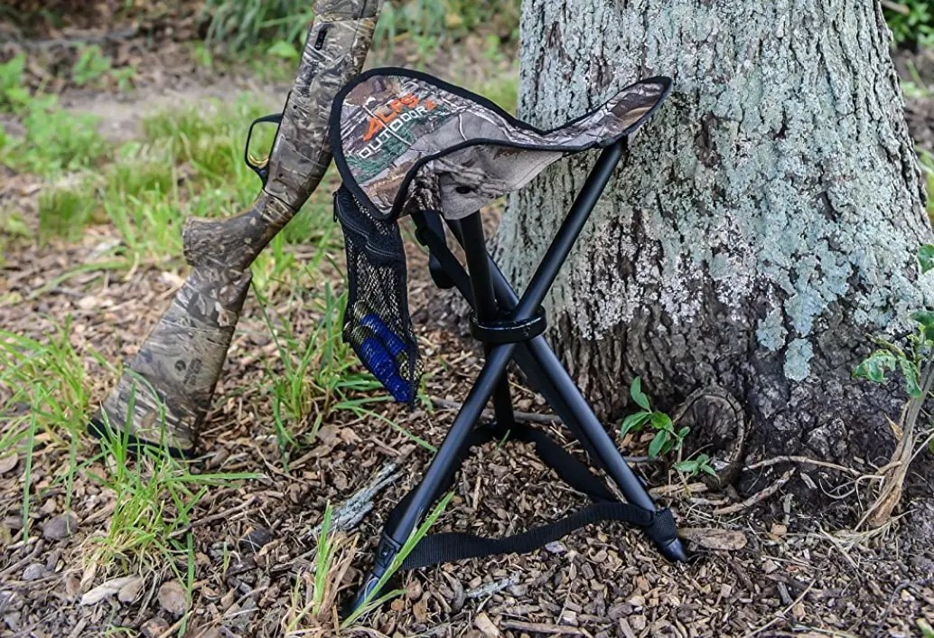 tree gun and tripod stool