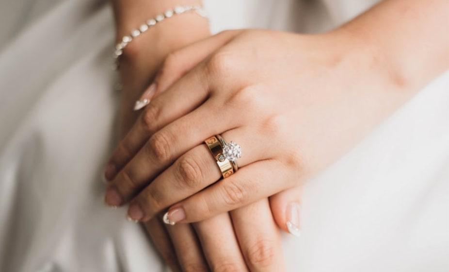How much do wedding photographers make?