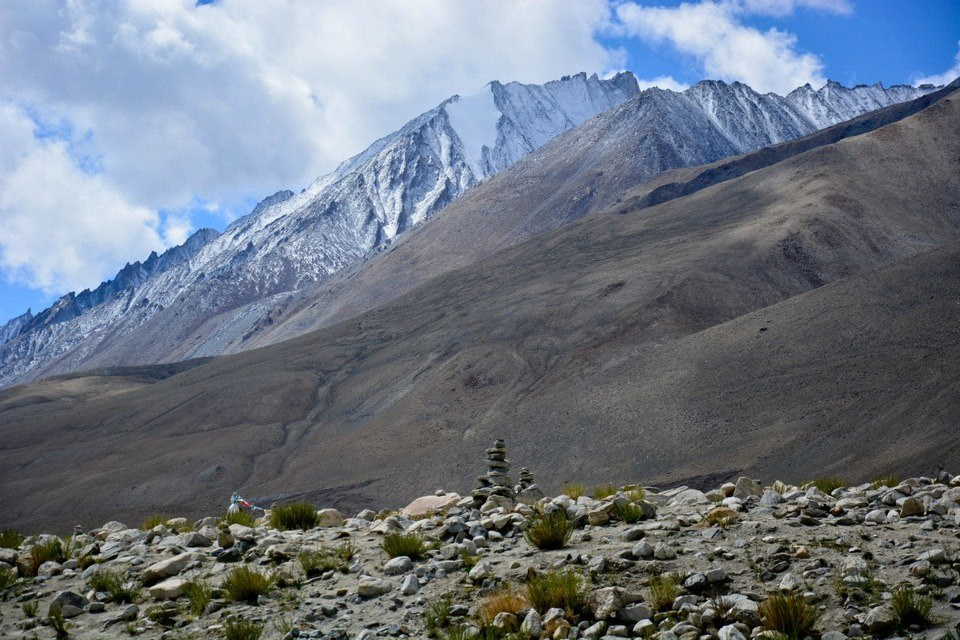 Cairn and the himalayas