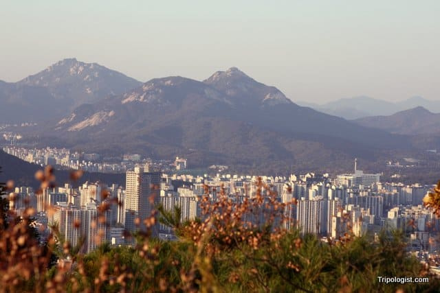 The view of downtown Seoul from the top of Yongmansan Mountain.