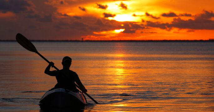 Phi Phi Island: sunset by the kayak