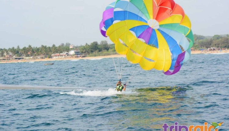 Parasailing-on-Goa-beach-with-dip