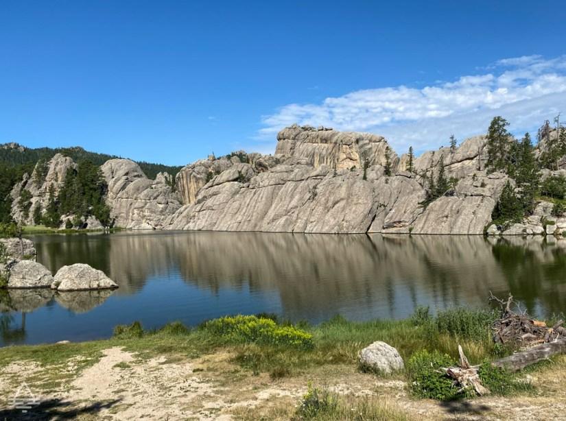 Sylvan Lake with rocks behind the lake