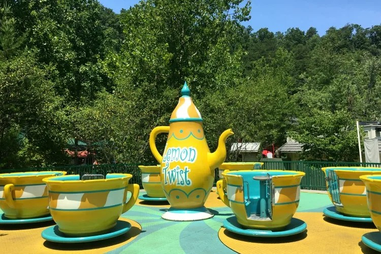Dollywood with Kids - County Fair Teacups