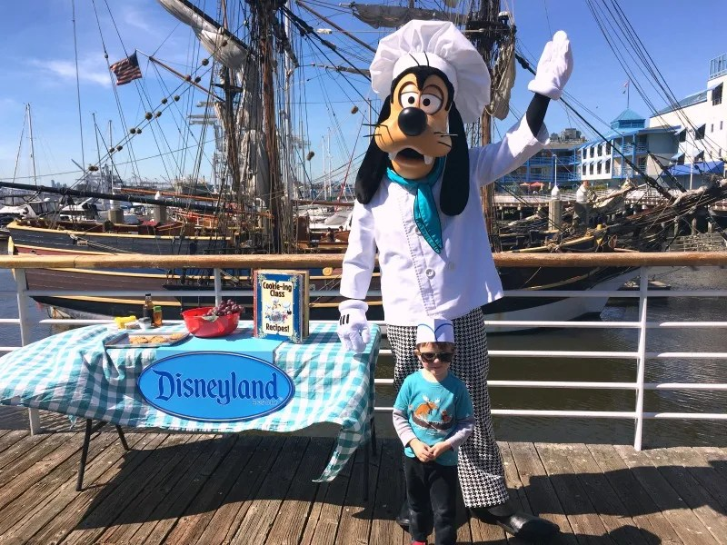 New at Disneyland 2017 - Food and Wine Chef Goofy