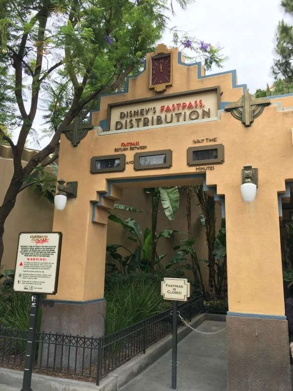 Guardians of the Galaxy - Mission BREAKOUT! - Fastpass Distribution