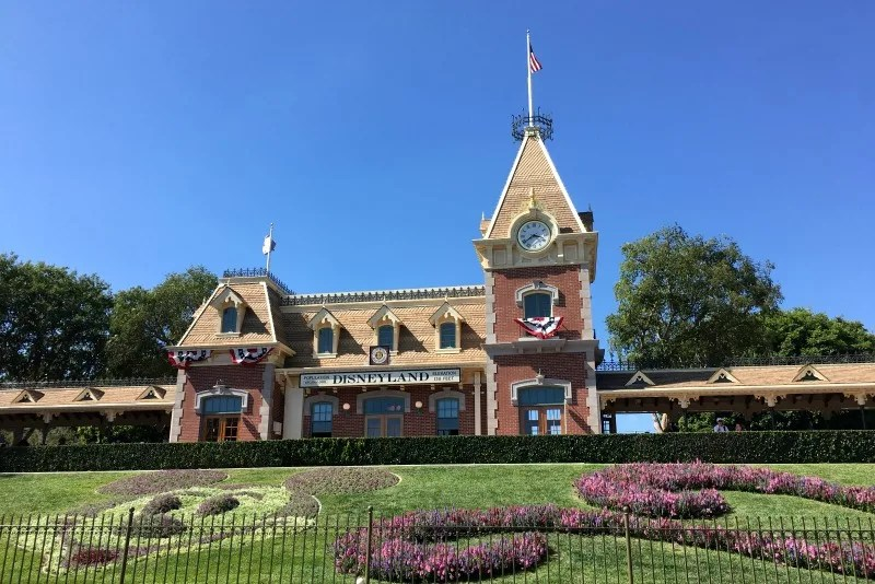 Disneyland Maxpass - Park Entrance