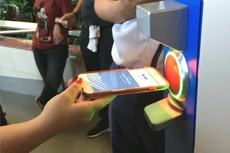 Disneyland Maxpass - Smartphone Redemption