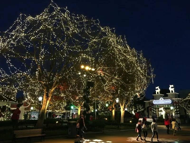 winterfest at great america holiday lights and theater
